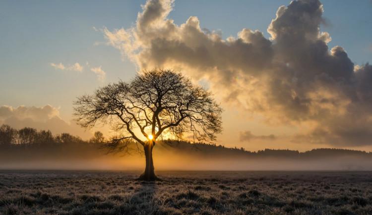POČASÍ NA ÚTERÝ: Ráno mlhy, odpoledne až dvacet stupňů