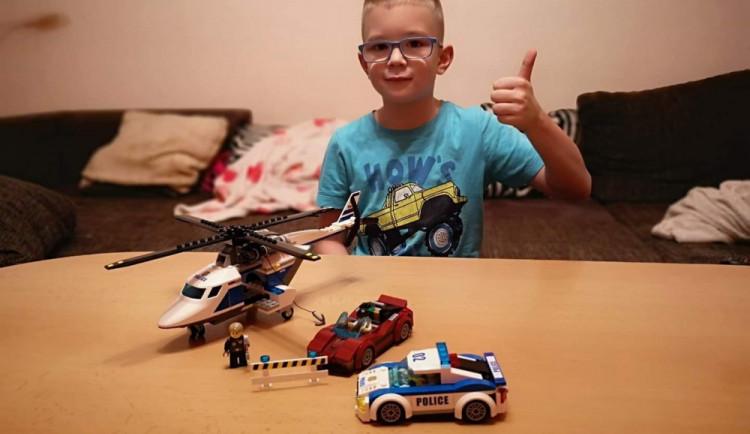 Strážníci navštívili chlapce, kterého převezli do nemocnice s amputovaným prstem