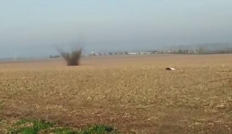 VIDEO: Při stavbě rodinného domu byla nalezena ruská mina z války. Musel ji odpálit pyrotechnik