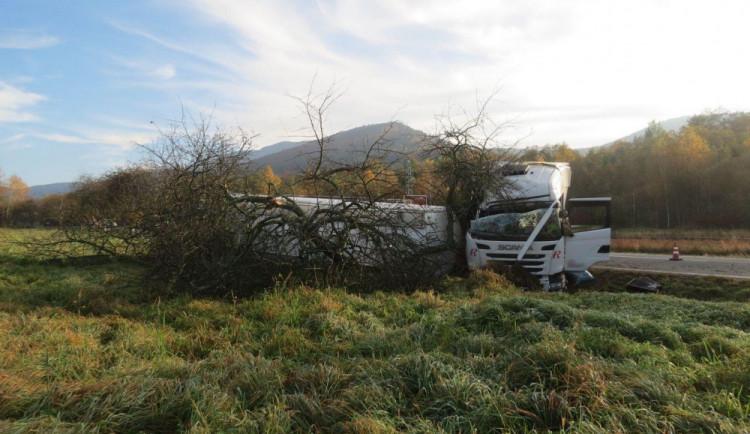 Nevyspalý řidič havaroval s nákladním automobilem, škoda se vyšplhala přes milion korun