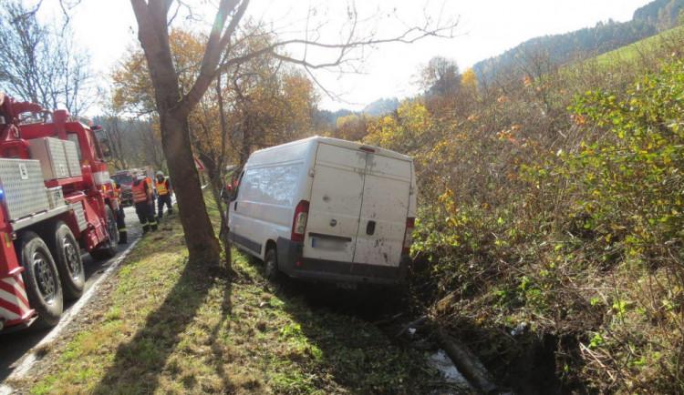 Usnul za volantem a havaroval. Na místě zasahovali hasiči