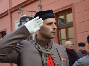 FOTOGALERIE: V Šemberově ulici odhalili pamětní desku Václava Morávka, bojovníka proti nacismu