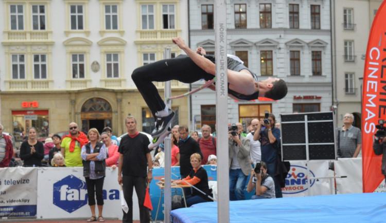 FOTOGALERIE: Dvanáctý ročník Hanácké laťky na Horním náměstí tentokrát Bába nevyhrál