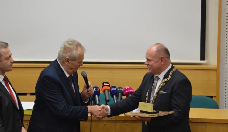 FOTOGALERIE: Zeman přijel do Olomouce. Vládu se podle něj podaří sestavit ve druhém kole