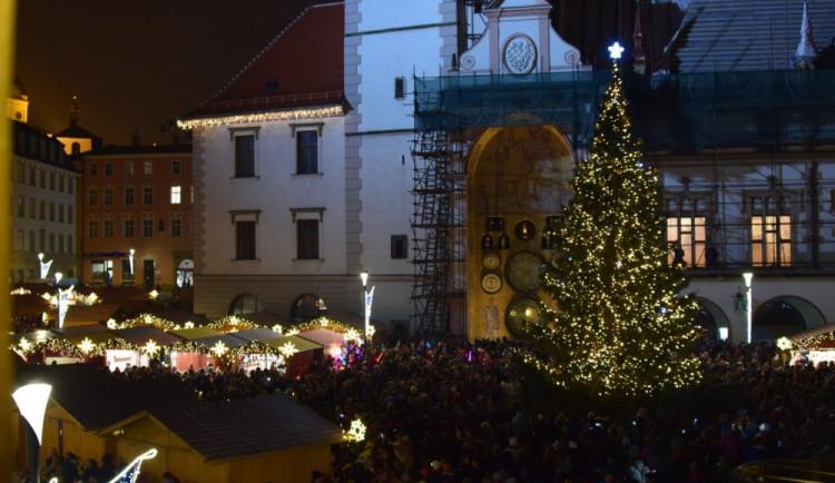 FOTOGALERIE: Už svítí! Horní náměstí rozjasnila Střelka