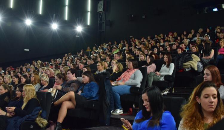 Ženy vzaly útokem Premiere Cinemas. Užily si předpremiéru Padesáti odstínů svobody