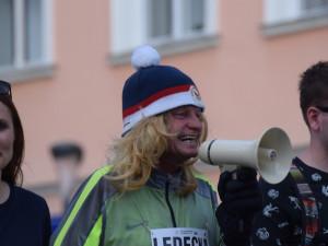 Centrem se prohnali lyžaři, bobaři i zimní Borati. Běžel se další ročník Půlvánočního běhu