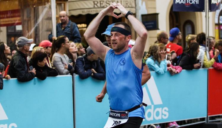 Každý z běžců je vítěz! Podívejte se na fotky ze včerejšího půlmaratonu
