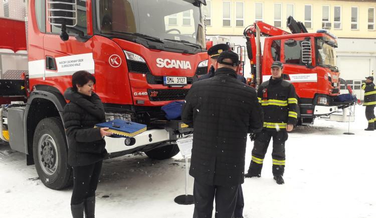 Předání nové techniky profesionálním hasičům v Olomouci