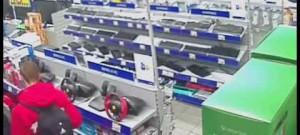 Dvojice mužů ukradla v elektru v Galerii Moritz zboží za téměř dvacet tisíc #1