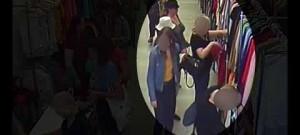 Kapsářky ukradly v olomouckém obchodě peněženku, policie je hledá